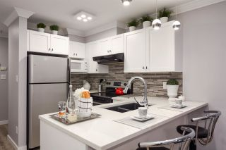 """Photo 4: 209 4989 DUCHESS Street in Vancouver: Collingwood VE Condo for sale in """"ROYAL TERRACE"""" (Vancouver East)  : MLS®# R2158761"""