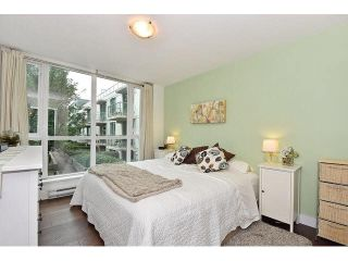 """Photo 8: 202 125 MILROSS Avenue in Vancouver: Mount Pleasant VE Condo for sale in """"CREEKSIDE"""" (Vancouver East)  : MLS®# V1142300"""