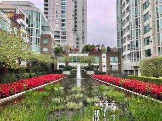 """Photo 33: 1102 1501 HOWE Street in Vancouver: Yaletown Condo for sale in """"888 BEACH"""" (Vancouver West)  : MLS®# R2554101"""