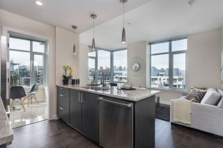 """Photo 10: 908 38 W 1ST Avenue in Vancouver: False Creek Condo for sale in """"THE ONE"""" (Vancouver West)  : MLS®# R2164655"""