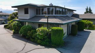 """Photo 3: 8 554 EAGLECREST Drive in Gibsons: Gibsons & Area Townhouse for sale in """"Georgia Mirage"""" (Sunshine Coast)  : MLS®# R2474537"""