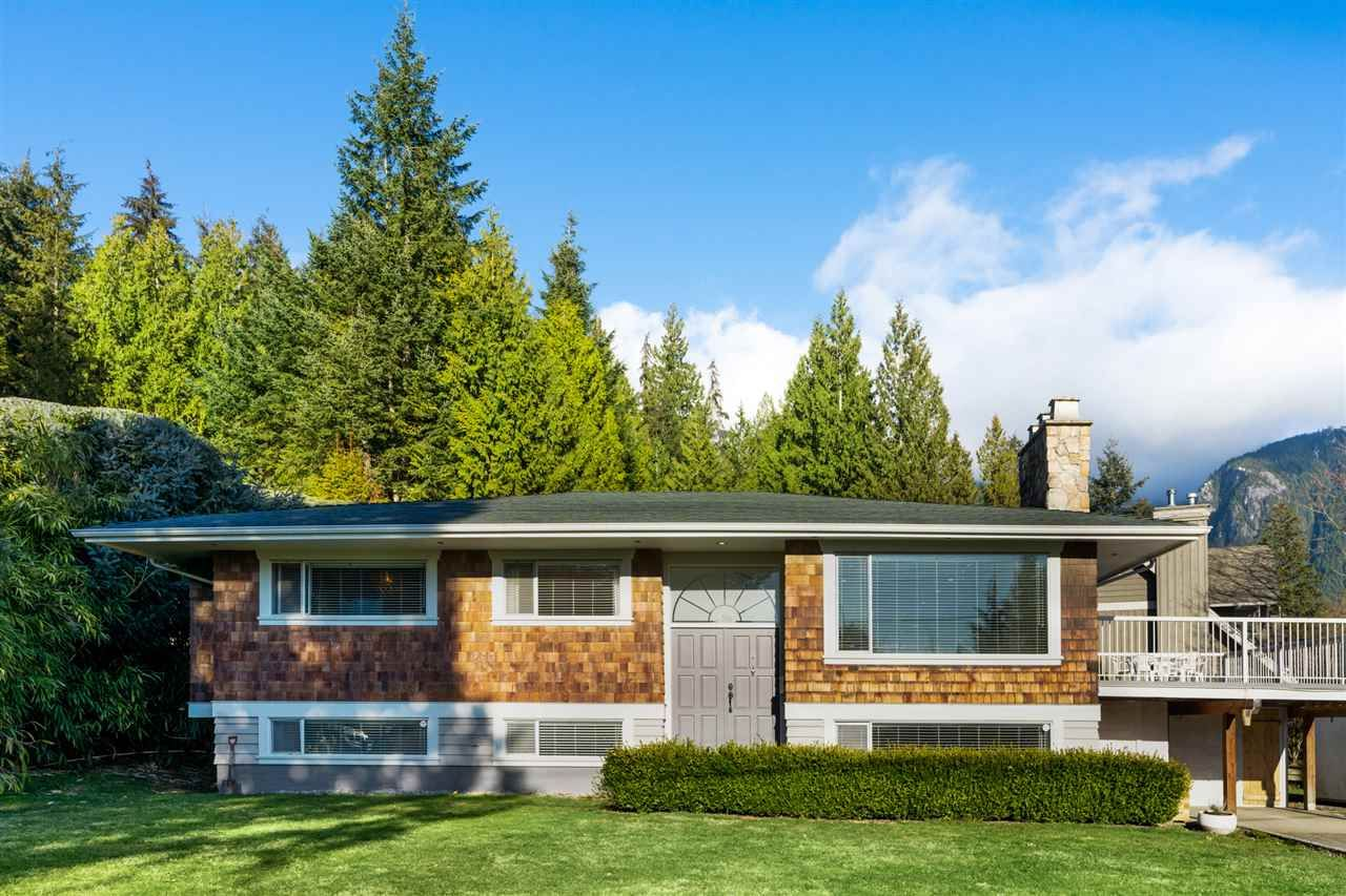 Main Photo: 73 DESSWOOD Place in West Vancouver: Glenmore House for sale : MLS®# R2545550