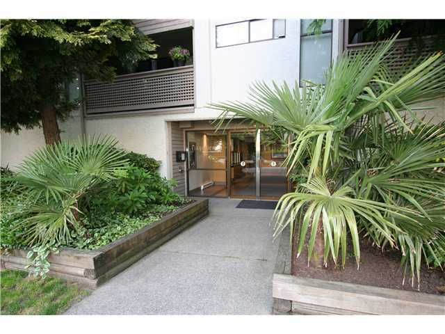 "Main Photo: 313 423 AGNES Street in New Westminster: Downtown NW Condo for sale in ""THE RIDGEVIEW"" : MLS®# V1000763"