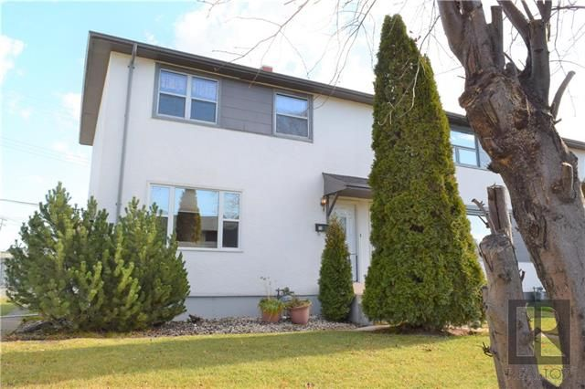 Main Photo: 12 Beaumont Bay in Winnipeg: West Fort Garry Residential for sale (1Jw)  : MLS®# 1828390
