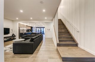 Photo 3: 10925 UNIVERSITY Avenue in Edmonton: Zone 15 House for sale : MLS®# E4266450