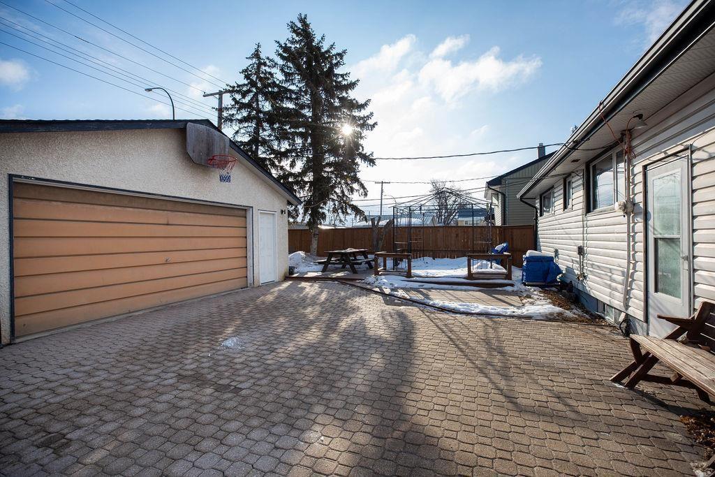 Photo 26: Photos: 61 Vincent Massey Boulevard in Winnipeg: Windsor Park Residential for sale (2G)  : MLS®# 202005748