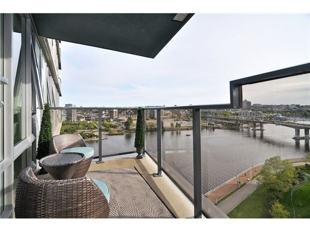 """Main Photo: 1603 8 SMITHE Mews in Vancouver: False Creek Condo for sale in """"Flagship"""" (Vancouver West)  : MLS®# V1064248"""