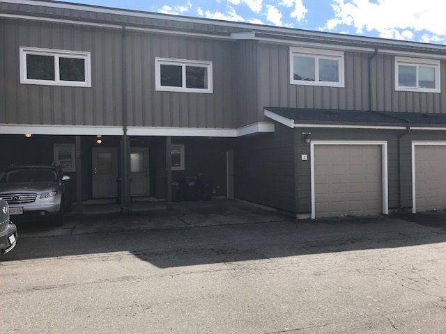 """Main Photo: 3 39752 GOVERNMENT Road in Squamish: Northyards Townhouse for sale in """"MOUNTAINVIEW MANOR"""" : MLS®# R2162681"""