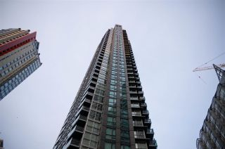 """Photo 1: 1006 1189 MELVILLE Street in Vancouver: Coal Harbour Condo for sale in """"The Melville"""" (Vancouver West)  : MLS®# R2519341"""