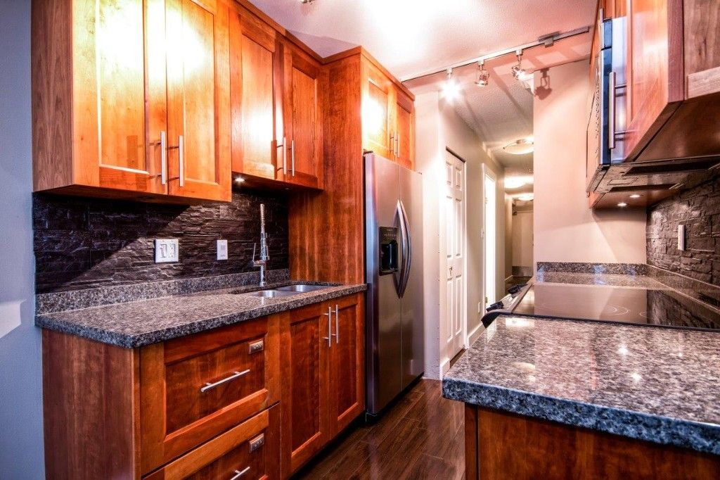 """Main Photo: 101 2615 LONSDALE Avenue in North Vancouver: Upper Lonsdale Condo for sale in """"HarbourView"""" : MLS®# V1078869"""