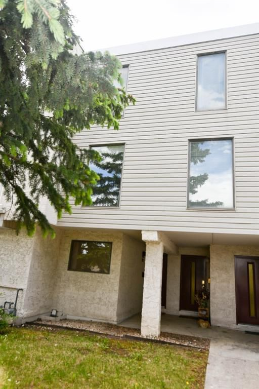 Main Photo: 203 3500 Varsity Drive NW in Calgary: Varsity Row/Townhouse for sale : MLS®# A1118372