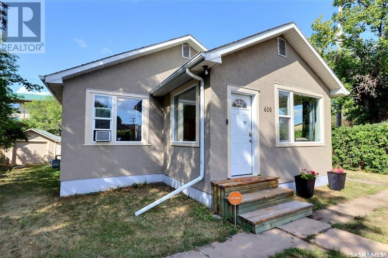 FEATURED LISTING: 400 12th ST W Prince Albert