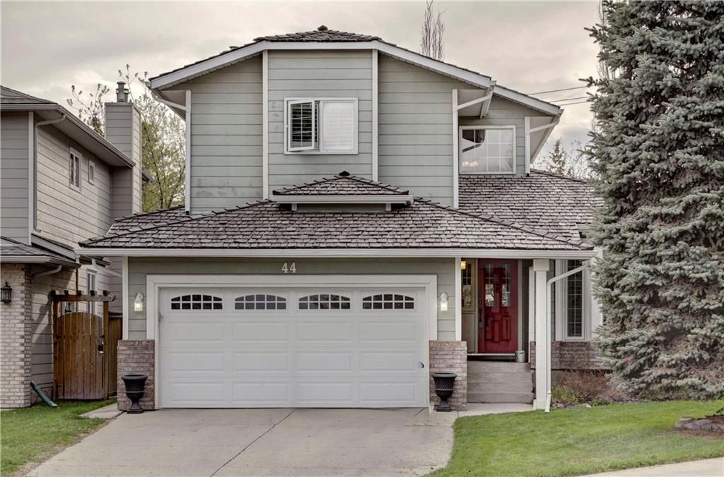 Main Photo: 44 SUN HARBOUR Place SE in Calgary: Sundance Detached for sale : MLS®# C4242702