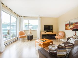 """Photo 1: 303 1540 MARINER Walk in Vancouver: False Creek Condo for sale in """"MARINER POINT"""" (Vancouver West)  : MLS®# V1121673"""