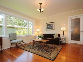 Photo 4: 1392 Rockland Ave in Victoria: Residential for sale (203)  : MLS®# 283459