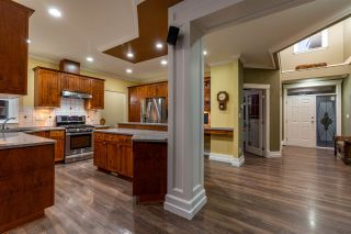 """Photo 5: 5800 167 Street in Surrey: Cloverdale BC House for sale in """"WESTSIDE TERRACE"""" (Cloverdale)  : MLS®# R2487432"""
