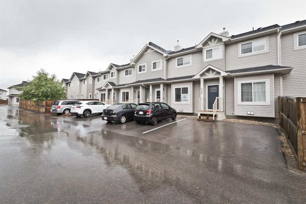 Main Photo: 511 Strathaven Mews: Strathmore Row/Townhouse for sale : MLS®# A1118719