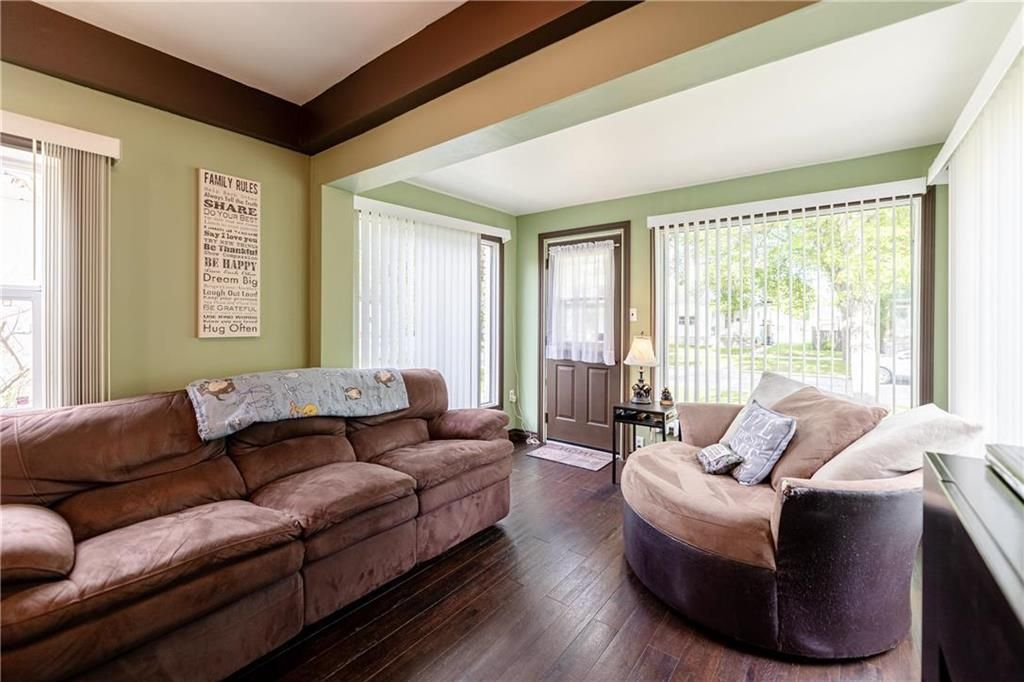 Photo 4: Photos: 805 Madeline Street in Winnipeg: West Transcona Residential for sale (3L)  : MLS®# 202114224