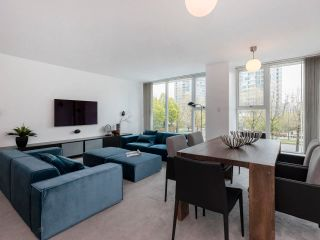 Photo 2: 305 1009 EXPO BOULEVARD in Vancouver: Yaletown Condo for sale (Vancouver West)  : MLS®# R2575432