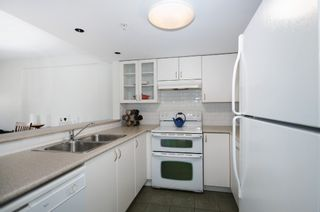 Photo 5: 201 2665 W. Broadway in Macguire Building: Kitsilano Home for sale ()  : MLS®# V1027888
