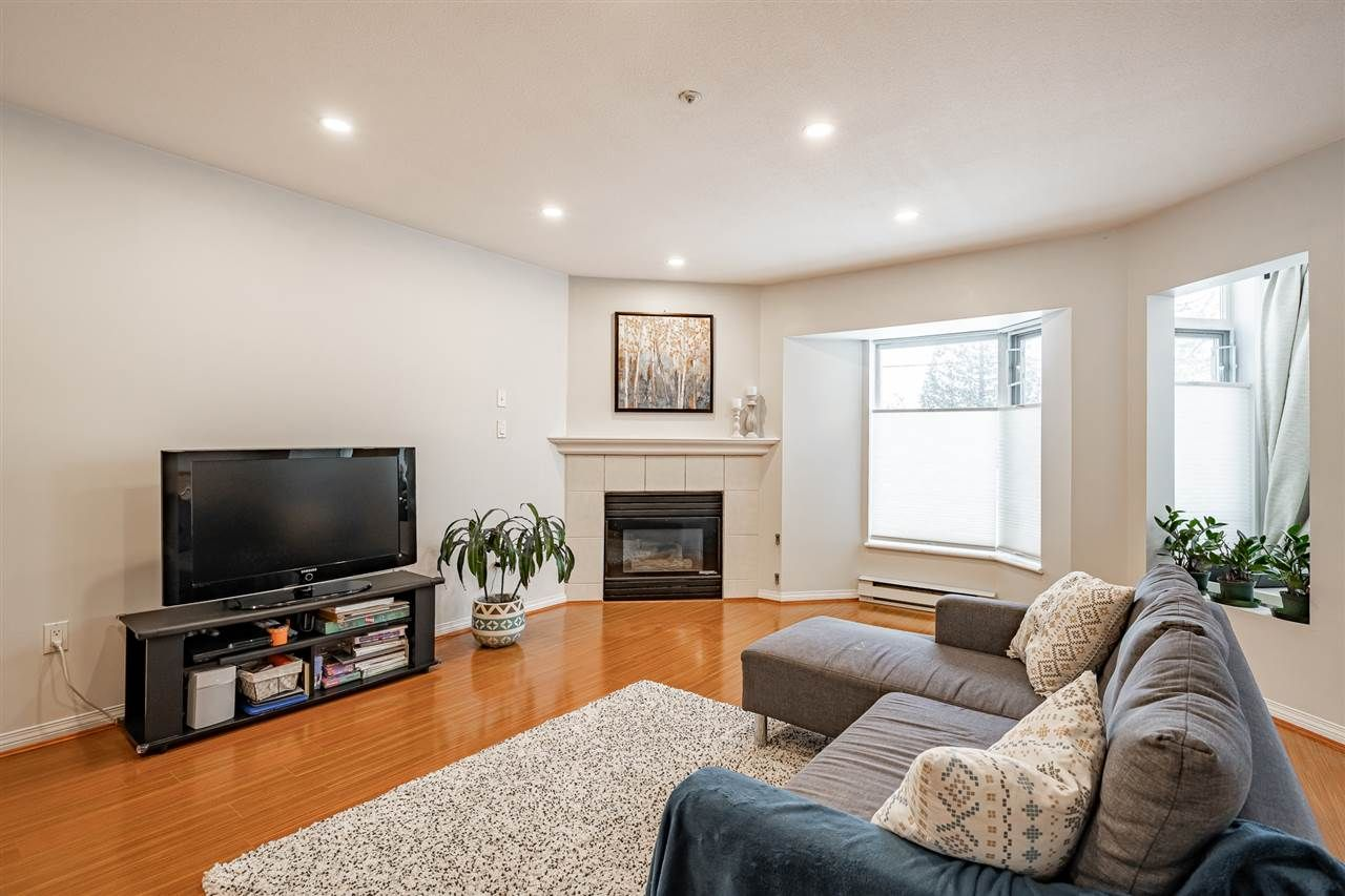 """Photo 5: Photos: 108 2677 E BROADWAY in Vancouver: Renfrew VE Condo for sale in """"BROADWAY GARDENS"""" (Vancouver East)  : MLS®# R2434845"""
