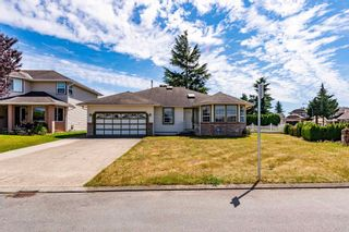 """Photo 2: 32286 SLOCAN Place in Abbotsford: Abbotsford West House for sale in """"Fairfield"""" : MLS®# R2596465"""