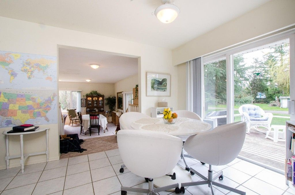 Photo 9: Photos: 24700 50 Avenue in Langley: Salmon River House for sale