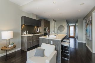 """Photo 4: 405 12 ATHLETES Way in Vancouver: False Creek Condo for sale in """"KAYAK"""" (Vancouver West)  : MLS®# R2236470"""