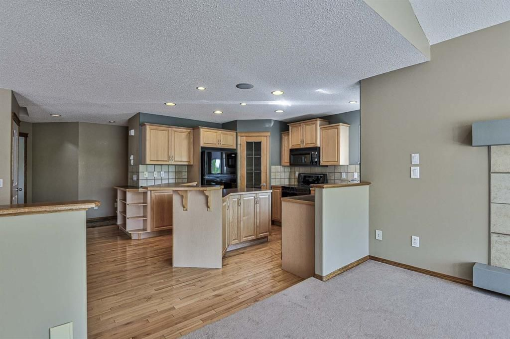 Photo 14: Photos: 106 Everwillow Close SW in Calgary: Evergreen Detached for sale : MLS®# A1116249