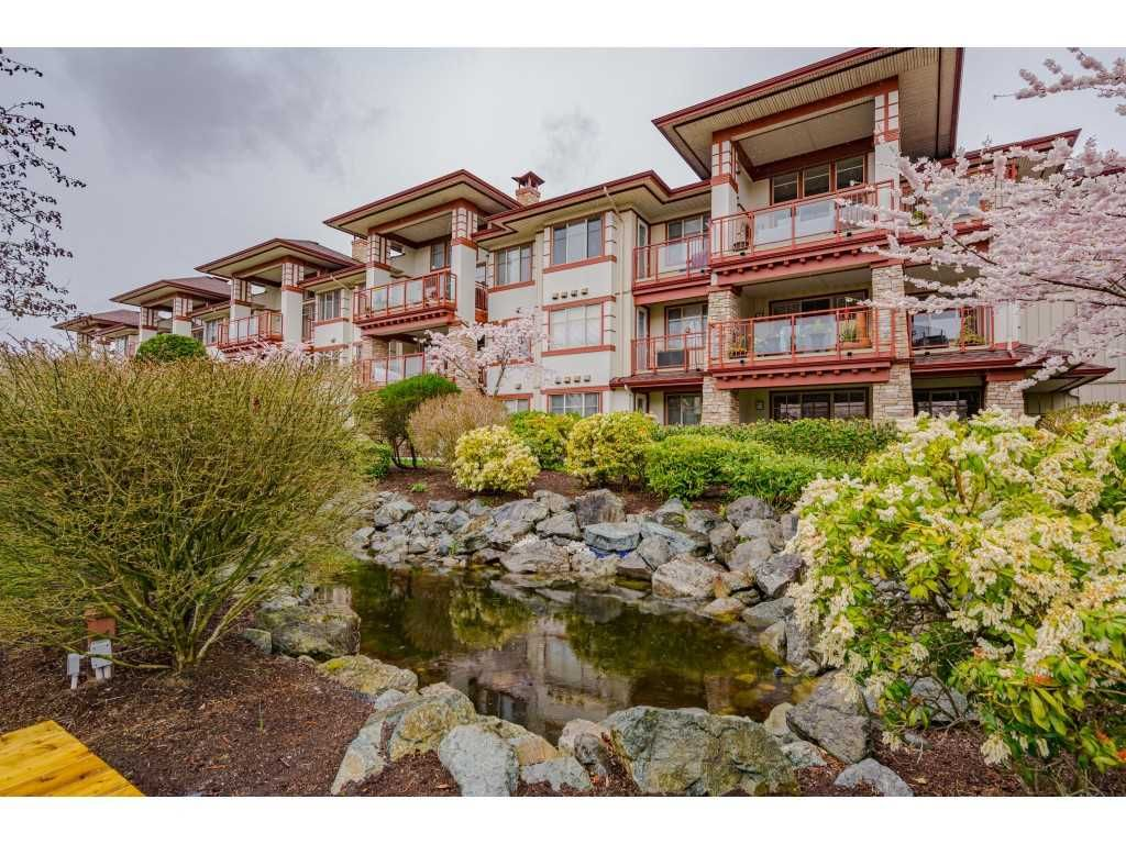 "Main Photo: 303 16477 64 Avenue in Surrey: Cloverdale BC Condo for sale in ""ST ANDREWS"" (Cloverdale)  : MLS®# R2562367"