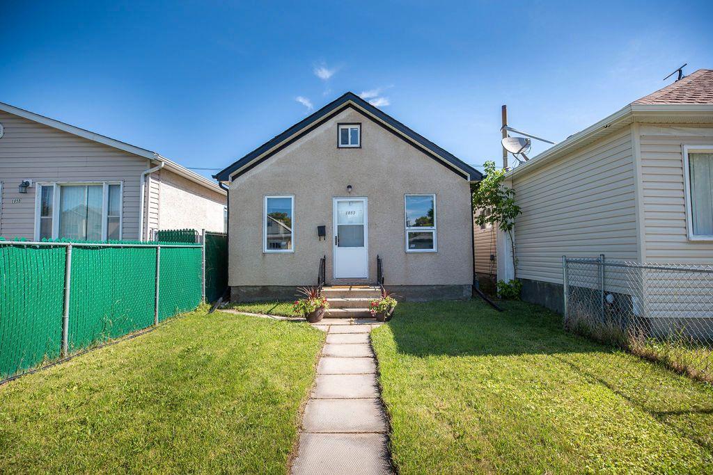 Main Photo: 1853 Elgin Avenue West in Winnipeg: Brooklands Residential for sale (5D)  : MLS®# 1918755