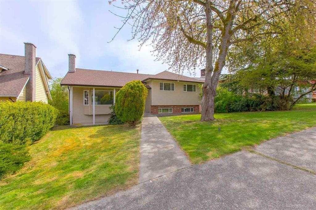 "Main Photo: 1260 EASTLAWN Drive in Burnaby: Brentwood Park House for sale in ""BRENTWOOD PARK"" (Burnaby North)  : MLS®# R2375060"