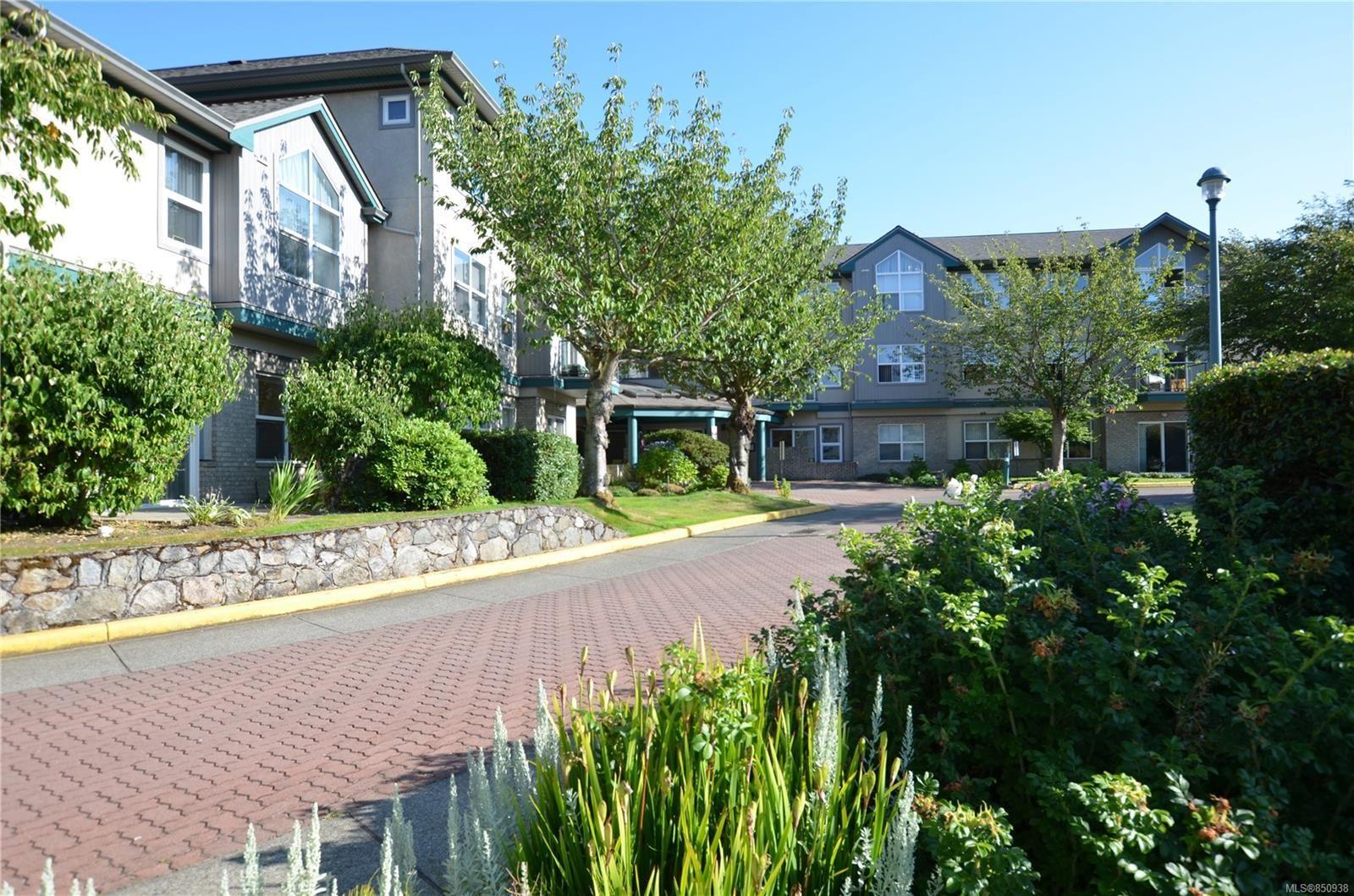 Main Photo: 212 1485 Garnet Rd in : SE Cedar Hill Condo for sale (Saanich East)  : MLS®# 850938
