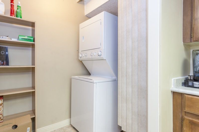 """Photo 7: Photos: 305 1341 GEORGE Street: White Rock Condo for sale in """"OCEANVIEW"""" (South Surrey White Rock)  : MLS®# R2215870"""