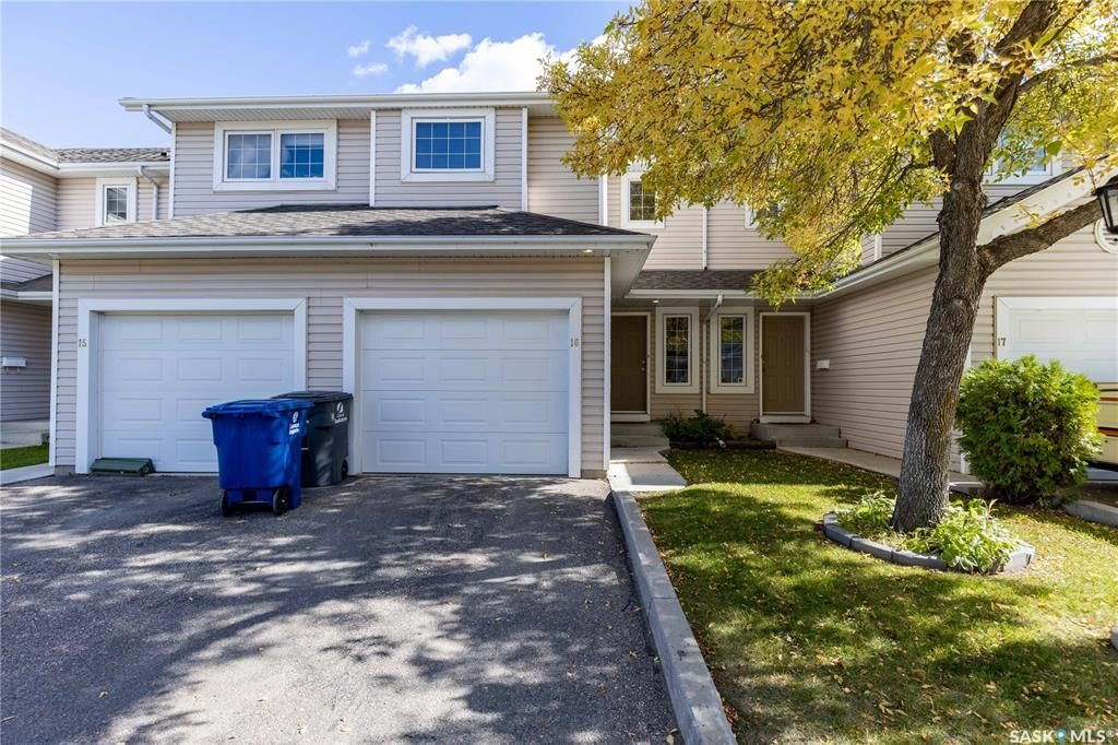 Main Photo: 16 327 Berini Drive in Saskatoon: Erindale Residential for sale : MLS®# SK871156