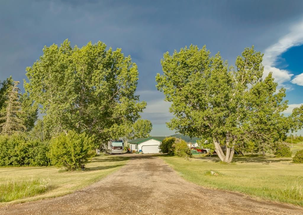 Main Photo: 284016 Range Road 275 in Rural Rocky View County: Rural Rocky View MD Detached for sale : MLS®# A1120975
