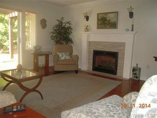 Photo 14: 32 108 Aldersmith Pl in VICTORIA: VR Glentana Row/Townhouse for sale (View Royal)  : MLS®# 686482