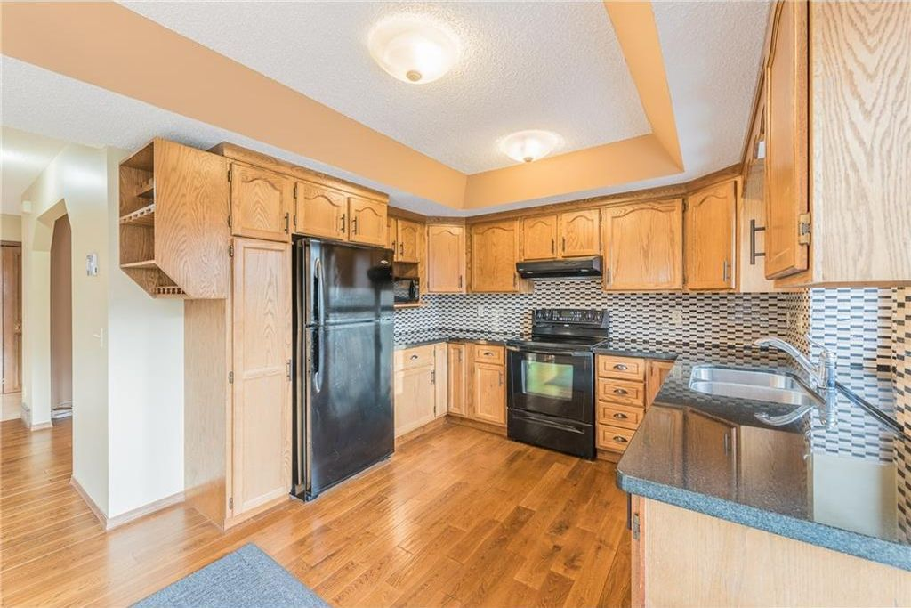 Photo 2: Photos: 25 Shannon Green SW in Calgary: Shawnessy House for sale : MLS®# C4140959
