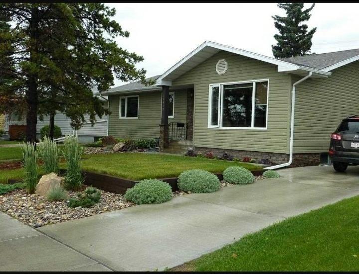 Main Photo: 15929 95 Avenue in Edmonton: Zone 22 House for sale : MLS®# E4249087