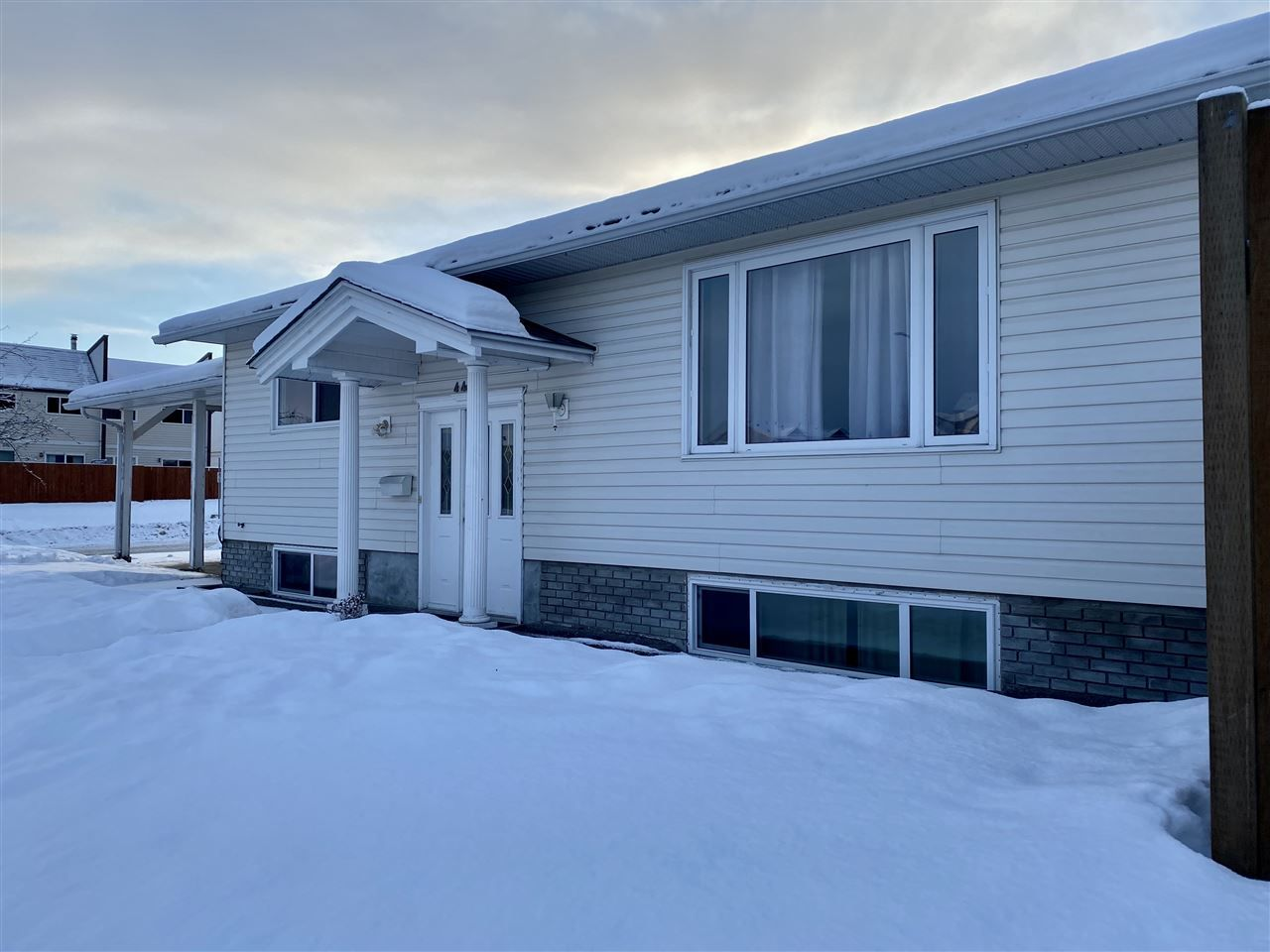 """Main Photo: 4401 5TH Avenue in Prince George: Foothills House for sale in """"FOOTHILLS"""" (PG City West (Zone 71))  : MLS®# R2425323"""