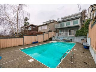 Photo 2: 15123 COLUMBIA Avenue: White Rock House for sale (South Surrey White Rock)  : MLS®# R2424989