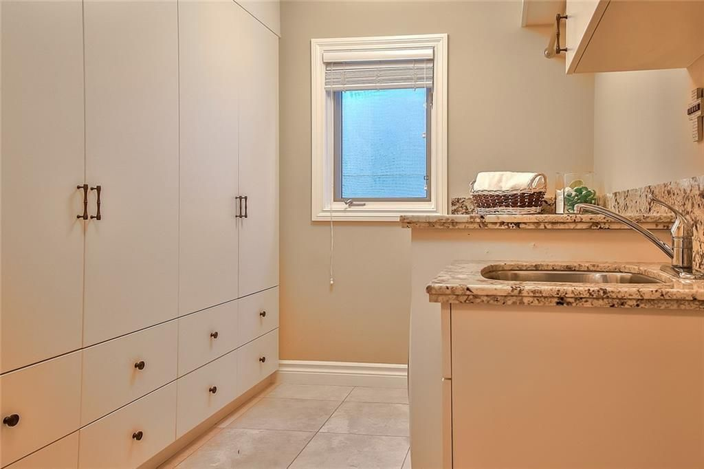 Photo 19: Photos: 153 SIGNATURE Close SW in Calgary: Signal Hill Detached for sale : MLS®# C4283177