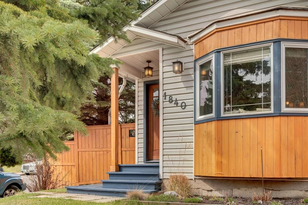 Main Photo: 1840 33 Avenue SW in Calgary: South Calgary Detached for sale : MLS®# A1100714