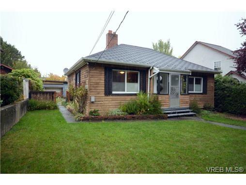 Main Photo: 1532 Edgeware Rd in VICTORIA: Vi Oaklands House for sale (Victoria)  : MLS®# 728605