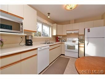 Photo 8: Photos: 3 10045 Fifth St in SIDNEY: Si Sidney North-East Row/Townhouse for sale (Sidney)  : MLS®# 595091