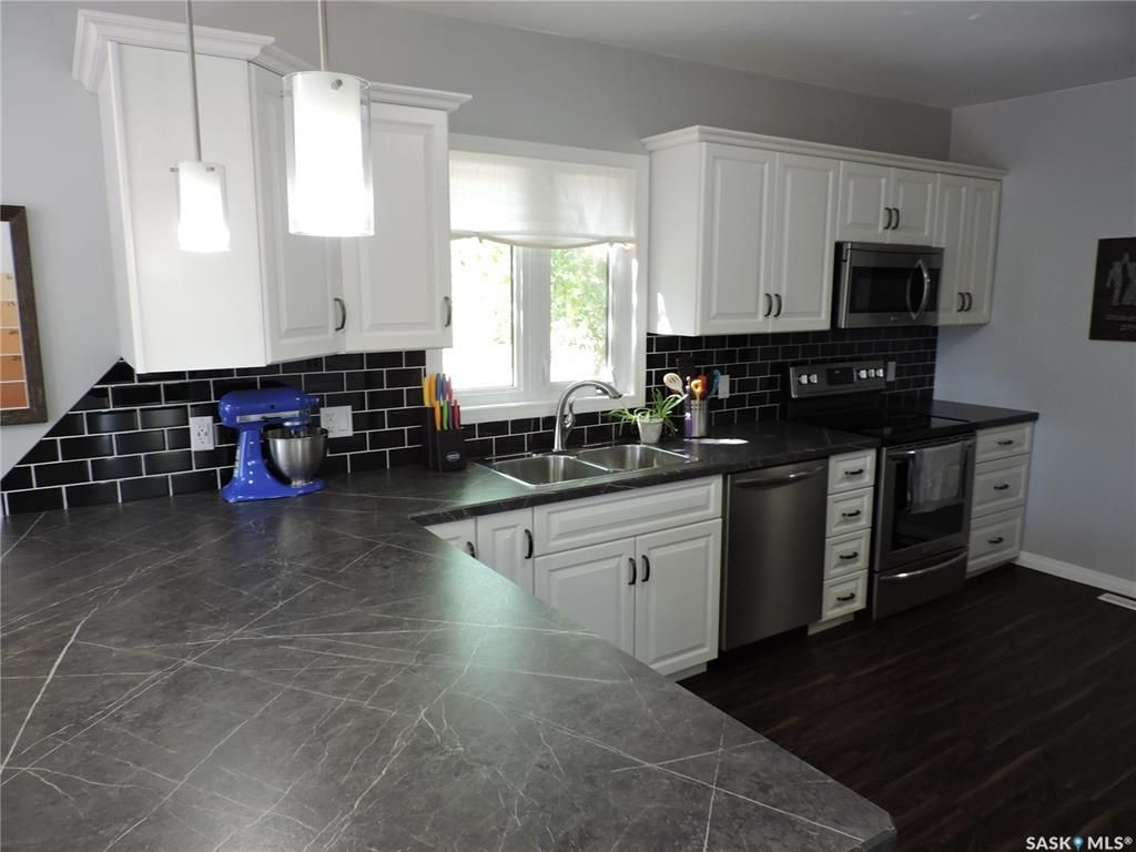 Main Photo: 328 2nd Avenue North in Yorkton: North YO Residential for sale : MLS®# SK813160