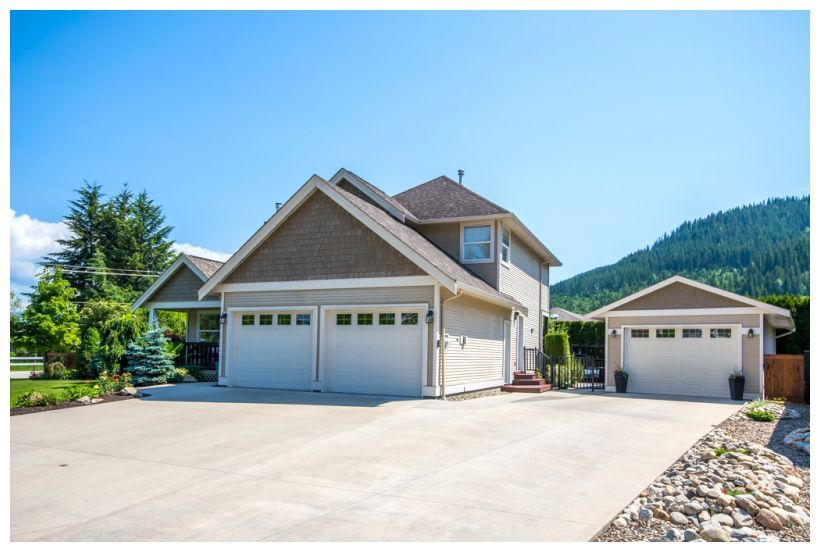 Main Photo: 1890 Southeast 18A Avenue in Salmon Arm: Hillcrest House for sale : MLS®# 10147749