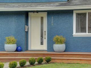 Photo 2: 3204 Frechette St in : SE Mt Tolmie House for sale (Saanich East)  : MLS®# 867293