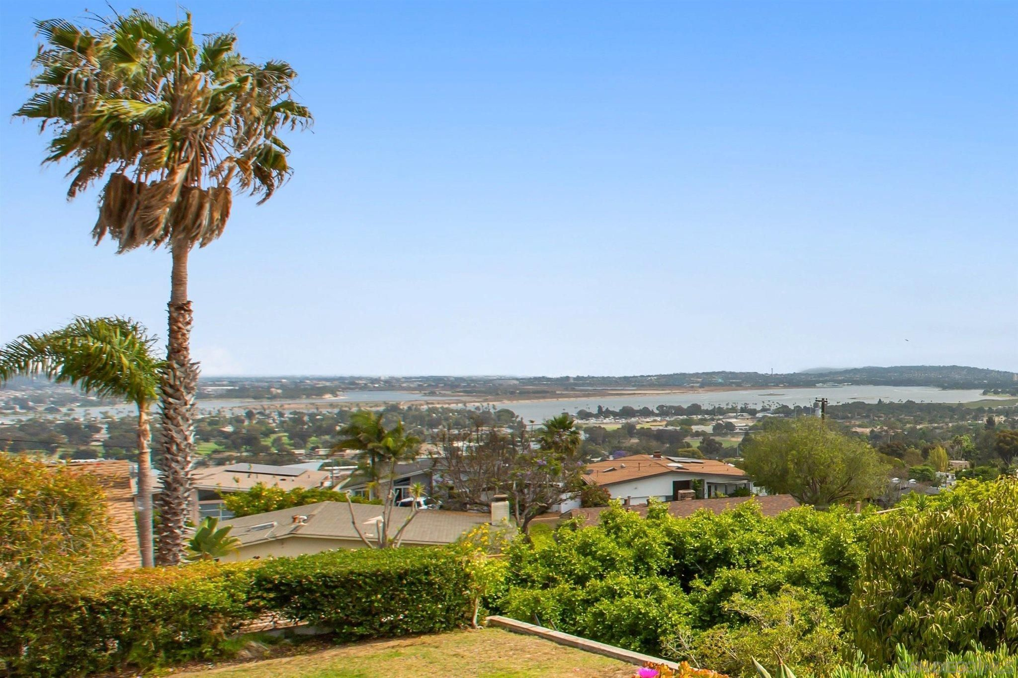 Main Photo: PACIFIC BEACH House for sale : 3 bedrooms : 5022 Pacifica Dr in San Diego