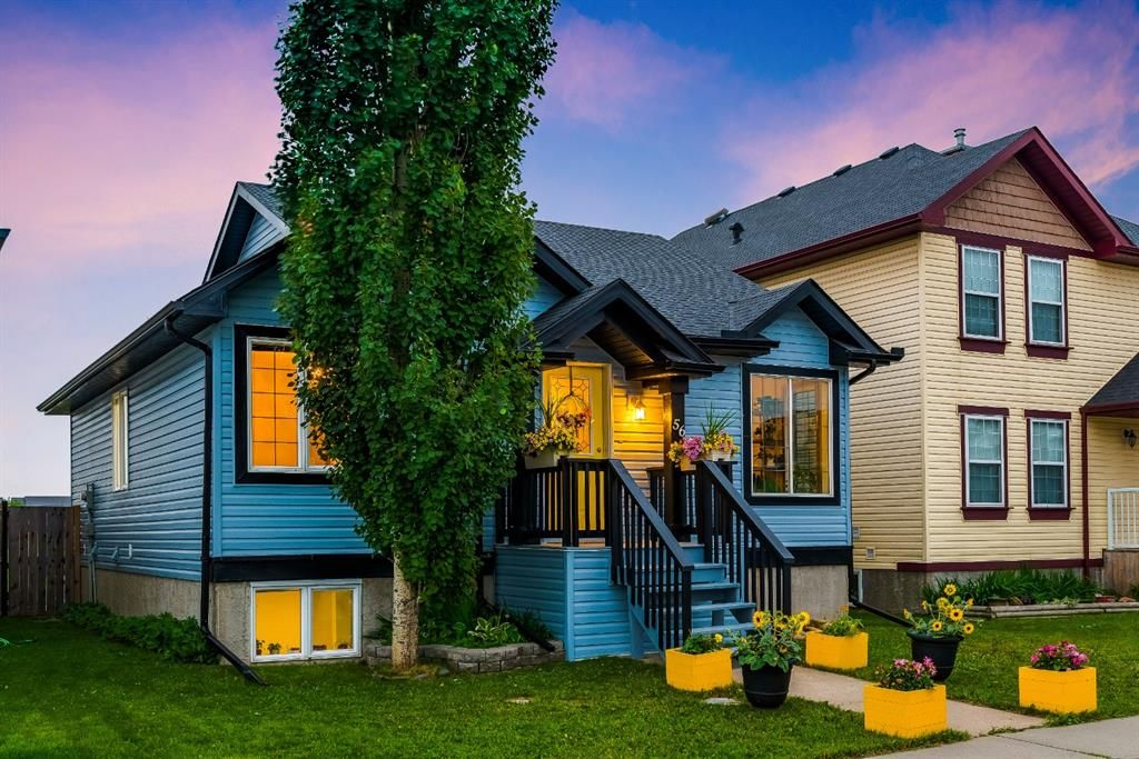 Main Photo: 56 Luxstone Crescent SW: Airdrie Detached for sale : MLS®# A1131266